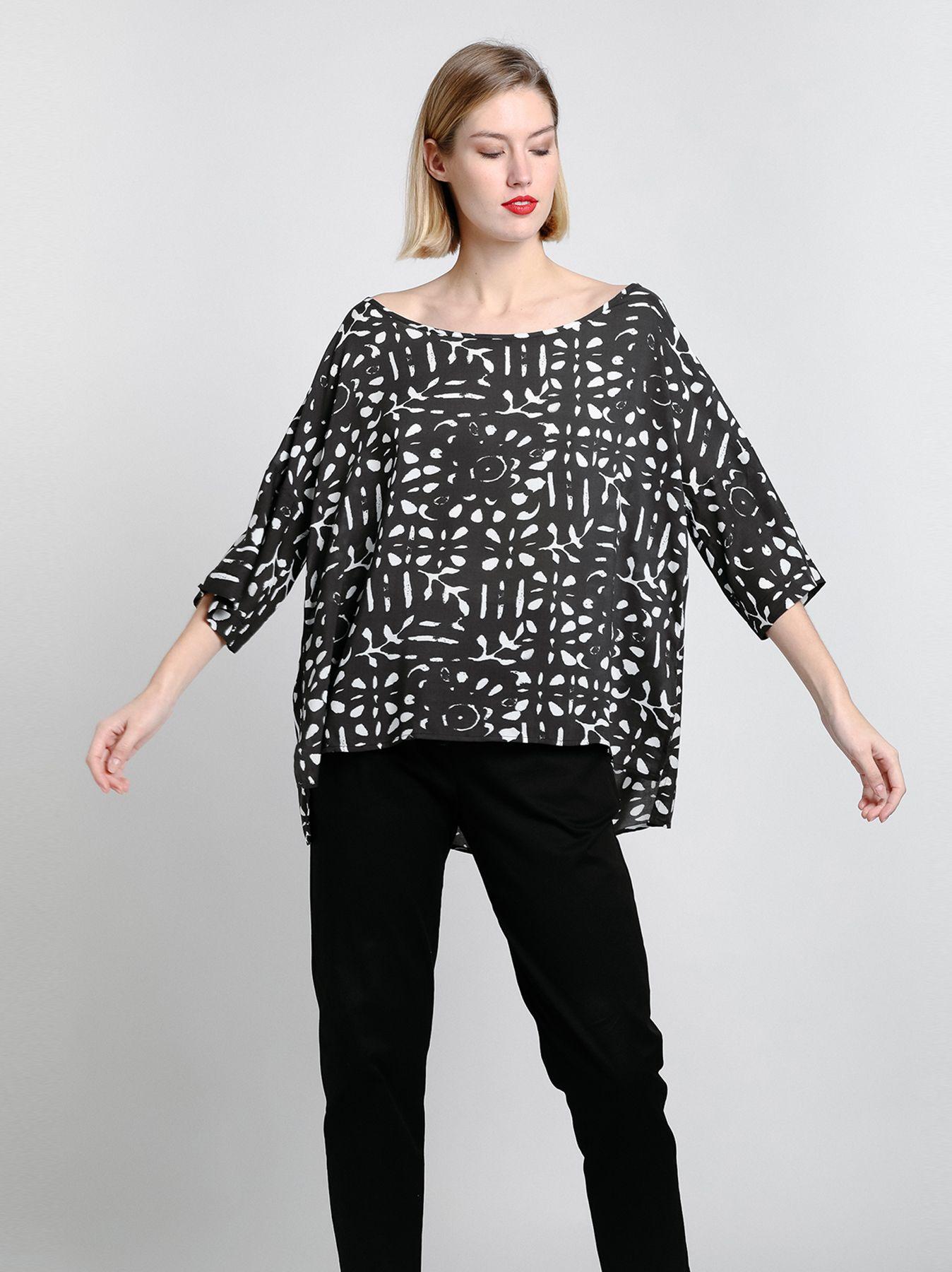 T-shirt ampia in viscosa stampata