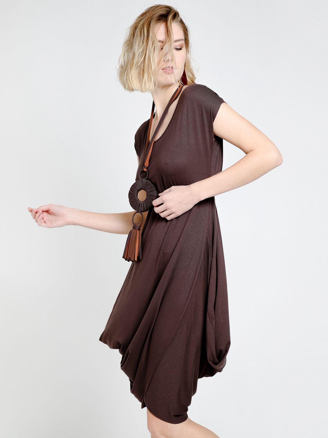 Vestido drapeado dos tonos