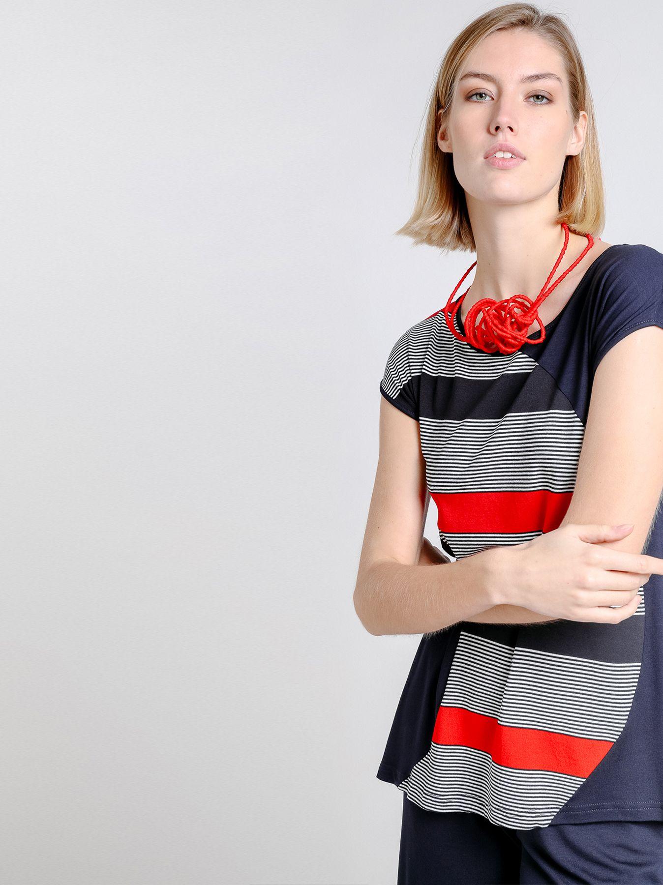 Camiseta con aplicación de rayas